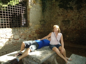 Na mesa de pedra que Romeu e Julieta morreram....
