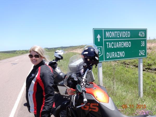 Ana na estrada uruguaia