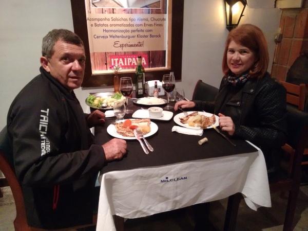 Jantando no Cantinho da Serra