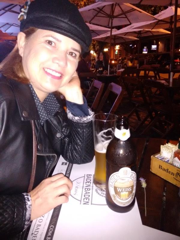 No Baden Baden em Campos de Jordão tomando uma Weiss geladíssima